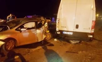 Alkollü sürücünün kullandığı kamyonet, trafik denetimi için bekleyen araçlara çarptı: 6 yaralı