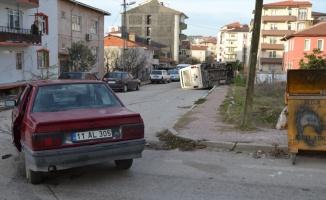 Bilecik'te minibüs ile otomobil çarpıştı: 2 yaralı