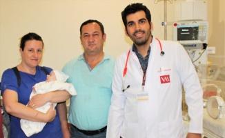 Bağırsağı ters dönen bebek tek seanslık ameliyatla sağlığına kavuştu