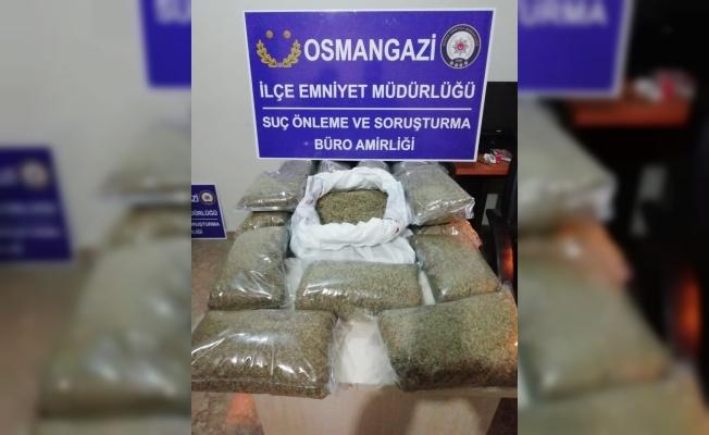 Bursa'da durdurulan araçta 15 kilogram uyuşturucu ele geçirildi