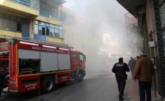 Bursa'da yangın çıkan oto tamirhanesi kullanılamaz hale geldi