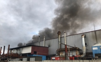 Kocaeli'de endüstriyel geri dönüşüm fabrikasındaki yangın kontrol altına alındı