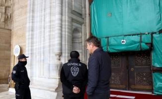 İkazlara rağmen çıktığı Selimiye'nin minberinden inmeyen şüpheli polis tarafından indirildi