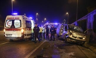 Panelvanla otomobil çarpıştı: 2 yaralı