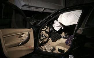Park halindeki kamyona çarpan otomobildeki 2 kişi yaralandı