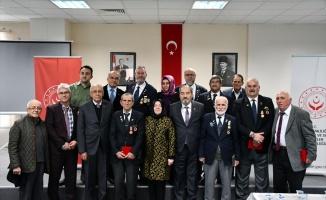 İznik'te Kıbrıs gazilerine berat madalyaları takdim edildi