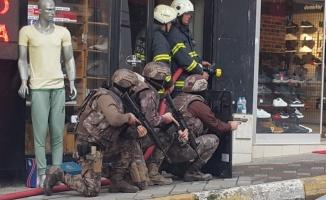 Kocaeli'de iş yerini basan silahlı şüpheliyi polis ikna etti