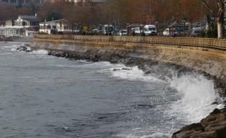 Marmara'da poyraz deniz ulaşımını aksattı