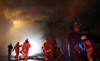 Mobilya imalathanesinde çıkan yangın nedeniyle 2 iş yeri zarar gördü