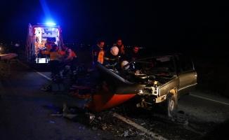 Otomobil tırla çarpıştı: 6 yaralı