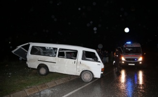 Sakarya'da minibüs devrildi: 1 ölü, 4 yaralı