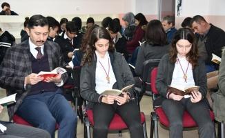 Sındırgı'da kitap okuma etkinliği