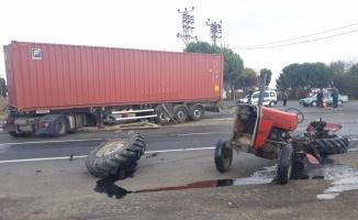 Tır ile traktör çarpıştı: 1 yaralı