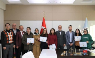 TÜGVA çalıştayında dereceye giren öğrenciler ödüllendirildi