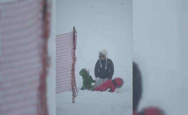 Uludağ'a karla beraber yılbaşı rezervasyonu da yağdı