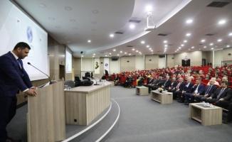 Vali Nayir SAÜ'de insan hakları konulu panele katıldı