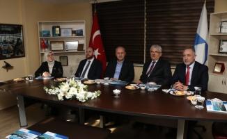 Bakan Turhan AK Parti Yalova İl Başkanlığında gelişmeleri değerlendirdi: