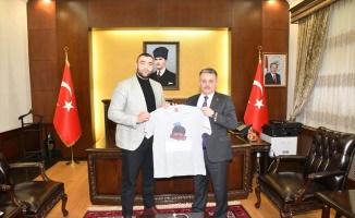 Balıkesir Valisi Yazıcı, Avrupa şampiyonu boksör Demirezen kabul etti