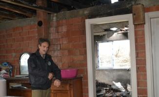 Balıkesir'de görme engelli vatandaş yanan evini onarmak için destek bekliyor
