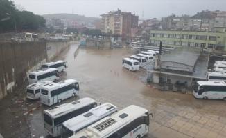 Balıkesir'de şiddetli yağış ve fırtına deniz ulaşımını olumsuz etkiliyor
