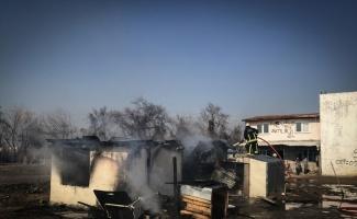 Bursa'da devrilen soba borusu gecekonduda yangına neden oldu