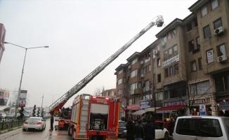 Bursa'da iş merkezinin kazan dairesinde çıkan yangın hasara neden oldu