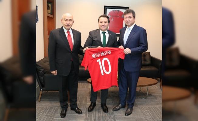 Bursaspor Kulübü Başkanı Mesut Mestan, Nihat Özdemir'i ziyaret etti