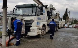 Çayırova'da kanalizasyon hatları temizleniyor