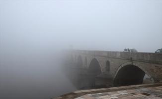 Edirne'de görüş mesafesi sis nedeniyle 30 metreye düşürdü