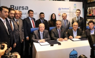 Facebook İstasyon Bursa Bölgesel Topluluk Merkezinin protokolü imzalandı