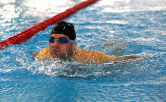 Görme engelli yüzücü 6 yılda 52 madalya kazandı