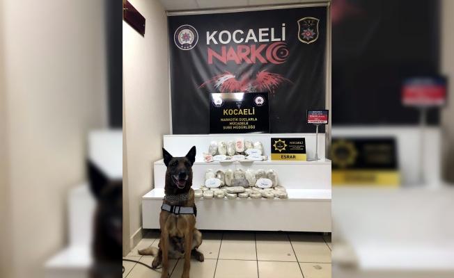 Kocaeli'de otomobilin akaryakıt deposundan 18 kilogram esrar çıktı