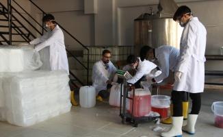 Kimya teknolojileri bölümü öğrencileri üretirken geleceğe de hazırlanıyor
