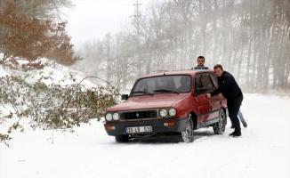 Kırklareli'nde kar nedeniyle kapanan yollar ulaşıma açıldı
