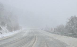 Kırklareli'nde yüksek kesimlerinde yoğun kar yağışı etkili oluyor