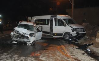 Kocaeli'de 3 aracın karıştığı trafik kazasında 11 kişi yaralandı