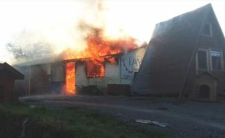 Kocaeli'de iş yeri yangını