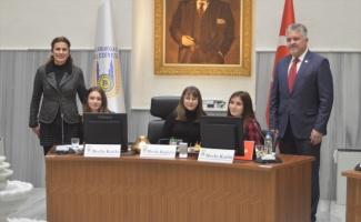 Lüleburgaz'da belediye meclisinin yeni yıldaki ilk toplantısını çocuklar başlattı