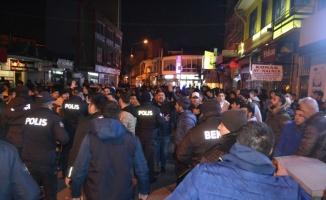 Lüleburgaz'da çıkan silahlı kavgada 1'i polis 2 kişi yaralandı