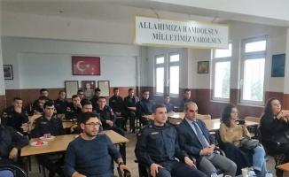 Manyas'ta öğrenciler askerlere konser verdi