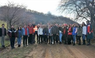 Manyas'ta yüksekokul öğrencileri doğa yürüyüşü yaparak ilçeyi tanıyor