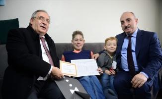 Sakarya'da engelli öğrenci evde karne heyecanı yaşadı