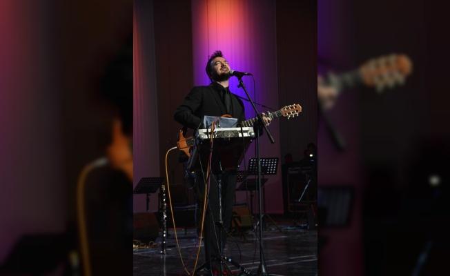 Sanatçı Orhan Ölmez Bursa'da konser verdi