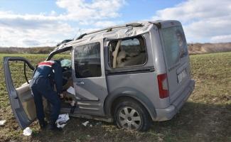 Hafif ticari aracın devrilmesi sonucu 5 kişi yaralandı