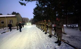 Vali Bilgin, Bulgaristan sınırında nöbet tutan Mehmetçiği ziyaret etti