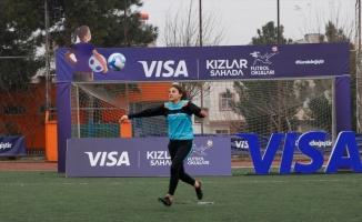 Visa Kızlar Sahada Futbol Okulları ile kadın futbolu Türkiye'ye yayılıyor