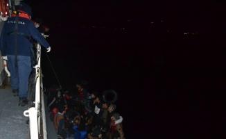 Ayvacık açıklarında durdurulan botlarda 67 düzensiz göçmen yakalandı