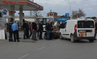 Ayvalık'ta panelvan araç ile motosiklet çarpıştı: 1 yaralı