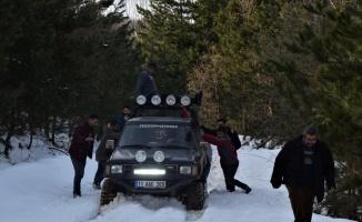 Bilecik'te off-road tutkunlarının kar ve çamur kaplı parkurda sürüş keyfi