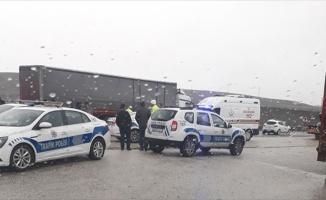 Bilecik'te otomobillin tıra çarpması sonucu 1 kişi öldü